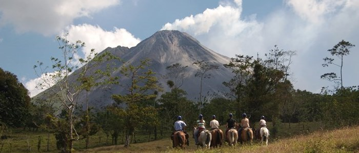 many tours can be done in the arenal volcano area