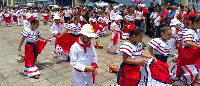 enjoy of cultural activities when travelling to costa rica