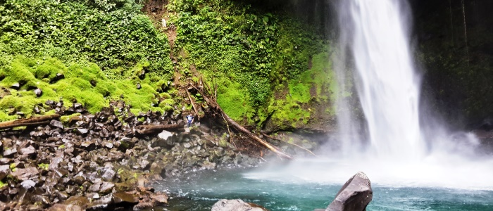 one-of-the-most-famous-and-beautiful-waterfall-of-costa-rica