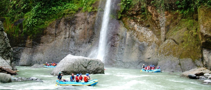 costa rica is a famous destination for white water rafting around the world