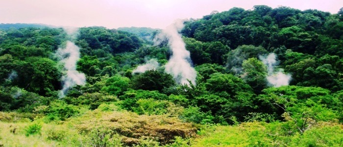 many-fumaroles-that-can-be-seen-during-the-hike